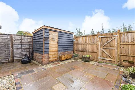 3 Bedroom End Of Terrace For Sale In Squirrels Close